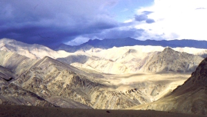 View from the high road between Srinagar and Leh